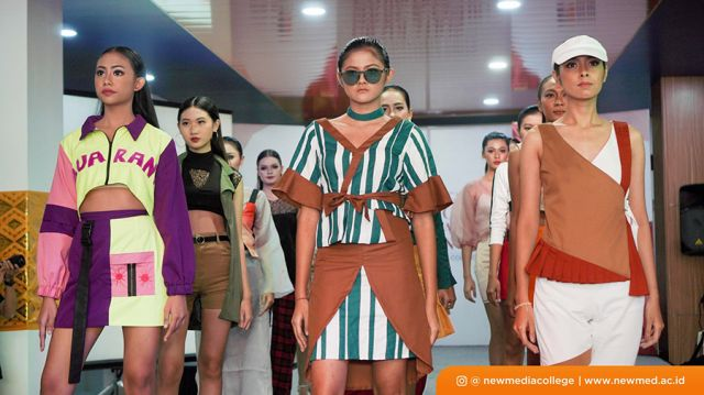 GRADUATION SHOW & FASHION EXHIBITION  Tampilkan 128 Mahakarya Mahasiswa Jurusan Fashion Design